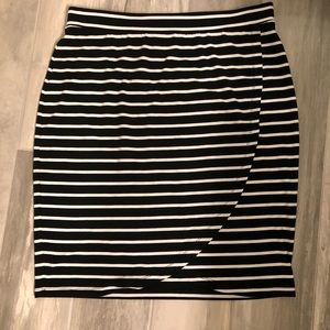 🆕 Tommy Bahama Black Striped Skirt Size M